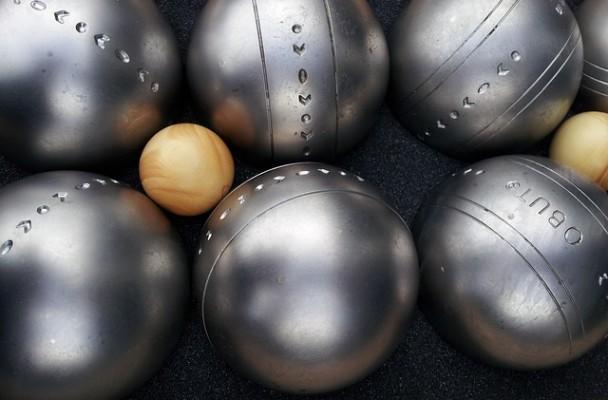 5 conseils pour choisir ses boules de pétanque - La gazette de la ...