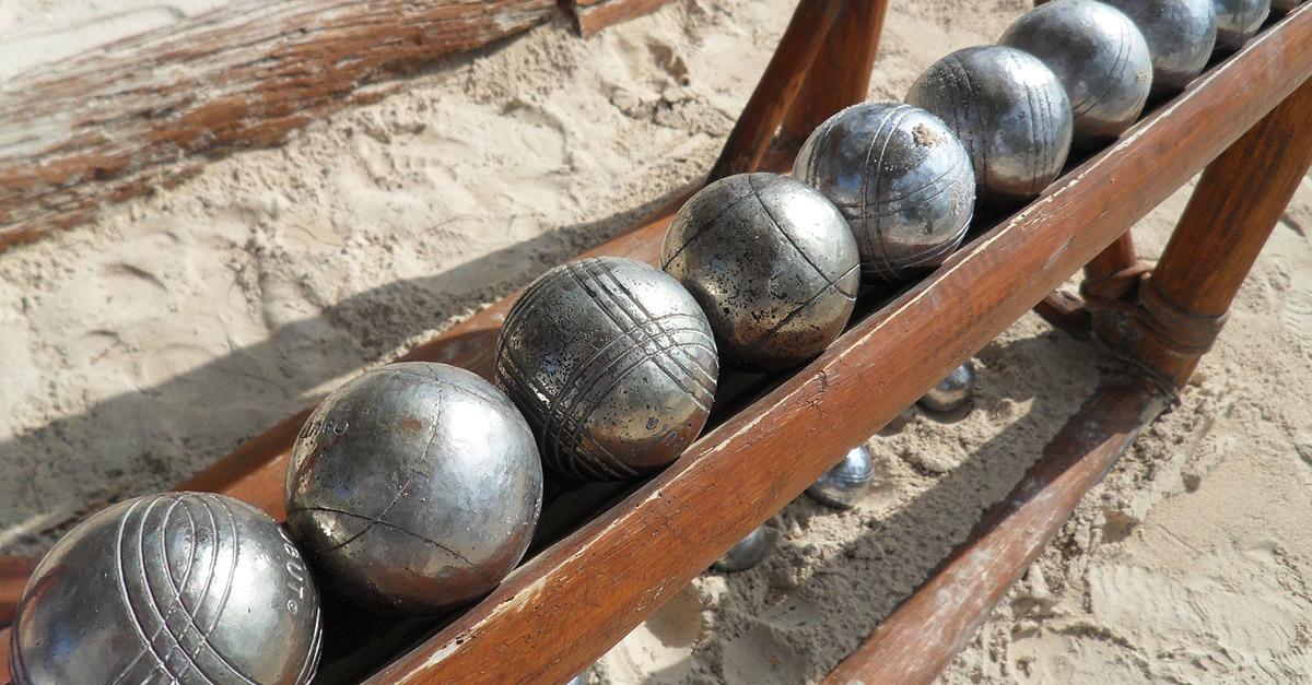 Comment jouer la p tanque pendant les vacances for Nettoyer boule de petanque