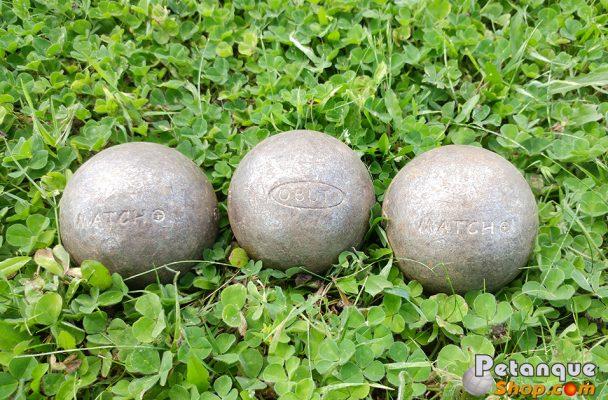 boules de pétanque usées