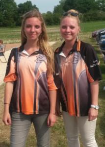 Agathe et Lou Dubreule, des joueuses de pétanque au championnat du Cher de doublette féminine