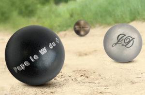 Idée cadeau Fête des Pères la gravure de boules de pétanque