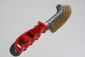 brosse métallique pour enlever la rouille des boules de pétanque