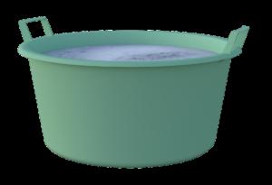 bassine pour faire tremper les boules de pétanque dans le vinaigre blanc