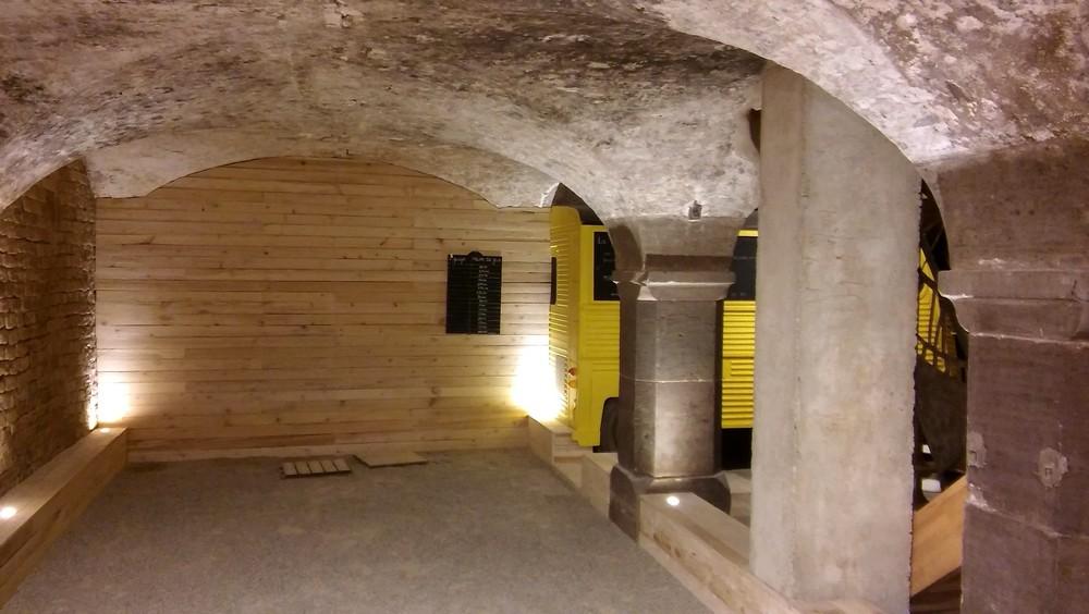 terrain de pétanque atypique dans les caves du restaurant le garde-fou à strasbourg