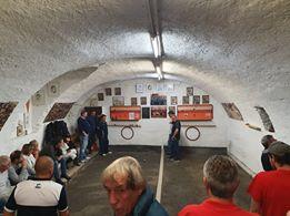 terrain de pétanque atypique dans les caves voûtées de Martigny en Suisse