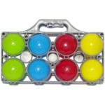 • Un jeu de 8 boules de pétanque en pvc rigides