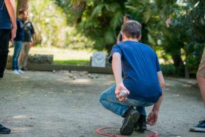 apprendre aux jeunes à jouer à la pétanque